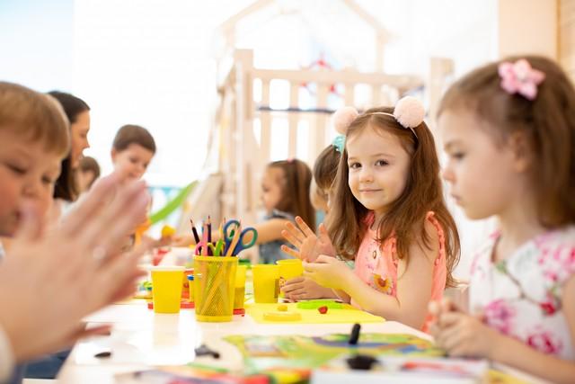 Dzieci podczas arteterapii w Akademii SensArte